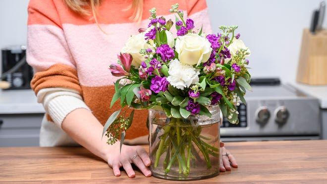 Buying Roses for Mothers through Online Flower Delivery Services