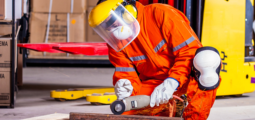 Top reasons to hire coverall suppliers